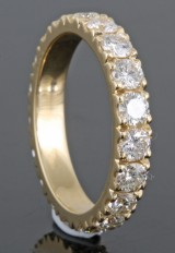 Eternity ring in 18kt gold set with brilliant cut diamonds 2.48ct