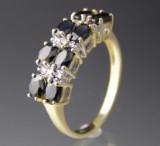 Safir og diamant ring.