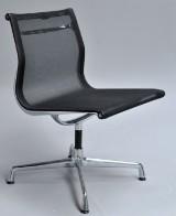 Charles Eames. Stol fra serien 'Aluminium Group', model EA-106
