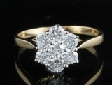 18kt diamond cluster ring approx. 0.75ct