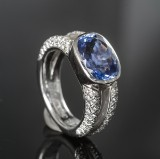 Brilliant-cut diamond and sapphire ring, approx. 1.08 ct. and 7.12  ct. including expert's report