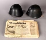 Danske krigsaviser samt to danske M23 hjelme