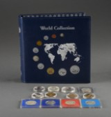Samling mønter i album og træskrin