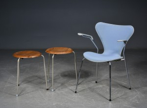 Arne Jacobsen Stoel : Arne jacobsen. stol model 3207 samt to taburetter 3 lauritz.com
