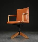 Hans J. Wegner. Office chair, Plan Møbler, 1940s, oak and leather