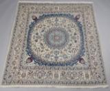 Persisk Nain tæppe på lys bund 198 x 210 cm