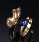 Helle Jørvad. To ringe af 14 kt. guld prydet med lapis lazuli og diamanter (2)