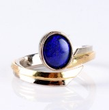 'Midnight'. Unika ring, 14 kt m/ sort opal fra Lightning Ridge (Australien)