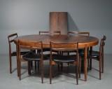 Harry Østergaard for Randers Møbelfabrik. Spisebord m/ 2 tillægsplader og 6 stole af palisander (9)