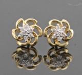 18kt. diamond earrings approx. 0.11ct