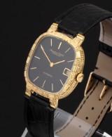IWC Schaffhausen. Vintage men's watch, 18 kt. gold with bark-finish