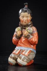 Royal Copenhagen. Grønlænderpige nr. 12415, Juliane Marie-figur af porcelæn