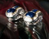 A pair of ear clips with two Siam sapphires and diamonds, 750 gold (2)