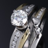 A diamond ring, two joining bands, platinum and 18 kt. gold, total approx. 1.29 ct. Total weight approx. 14.5 g. GIA certificate