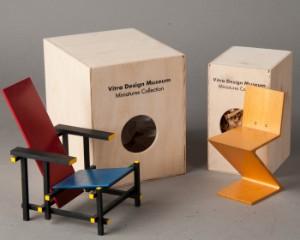 Gerrit rietveld vitra miniatur rot blauer stuhl red for Design stuhl zig zag