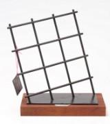 Sixpence. 'Fængslende Kunst'. Skulptur af mixed media