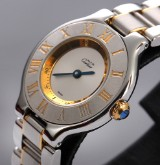 Cartier 'Must de Cartier 21'. Ladies watch, 18 kt. gold and steel with sapphire