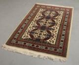 Tash Pinar. Håndknyttet tæppe, 120x175 cm.
