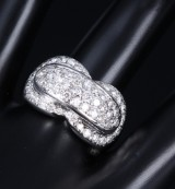 Modern diamond ring, 18 kt. white gold, total approx. 1.68 ct. Weight approx. 12.7 g