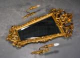 Spejl i Louis XVI-stil, samt par lampetter (3)