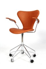 Arne Jacobsen. Office chair with armrests, model 3217