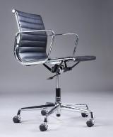 Charles Eames. Kontorstol i sort læder, model EA-117