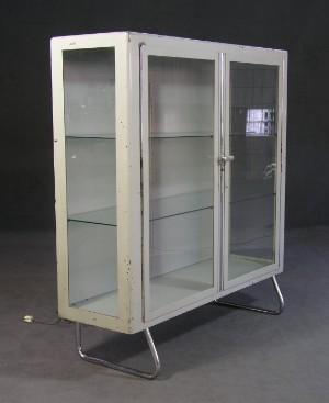 m bel beleuchtbare arztvitrine 1950er 1960er jahre de hamburg gro e elbstra e. Black Bedroom Furniture Sets. Home Design Ideas