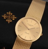Patek Philippe 'Calatrava'. Men's watch, 18 kt. gold with champagne-coloured dial, certificate from 1983