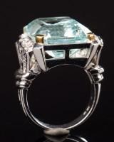 Ring of 750 white gold with aquamarine and brilliant cut diamonds