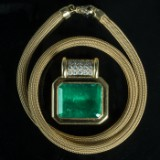 Pendant 750 gold, Muzo emerald, approx. 31.45ct. and woven necklace