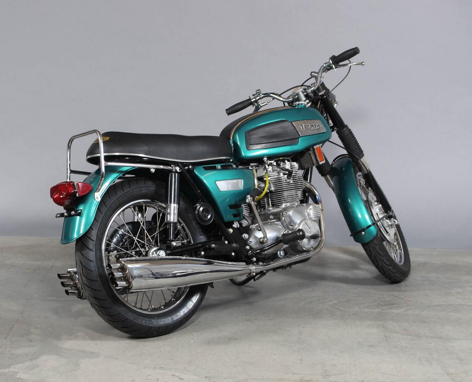 Motorcykel Triumph Trident T 150 årgang 1969 - Triumph Trident T150 Motorcyklen er fra ny solgt i Alabama ,ved Skinners MC Shop. Impoteret til Danmark i 2003. Motorcykledn er renoveret:.Cylindre er boret til første overstørelse og slagvolumen er således på 745cc. Topstykket er renoveret med...