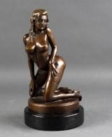 Erotisk skulptur af brunpatineret bronze, 20årh.
