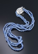 Three-strand sapphire necklace with sapphire and diamond flower clasp, sapphire total approx. 210.00 ct