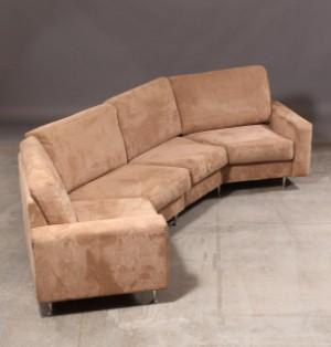 skalma fire personers sofa med alcantara betr k. Black Bedroom Furniture Sets. Home Design Ideas
