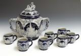 Bowle og 7 krus af keramik med saltglasur. (8)