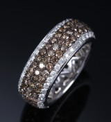 H. Stern. Diamond ring, 18 kt. white gold with white and cognac diamonds, total approx. 4.15 ct
