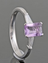Diamond and amethyst ring, 18kt.  0.18 ct