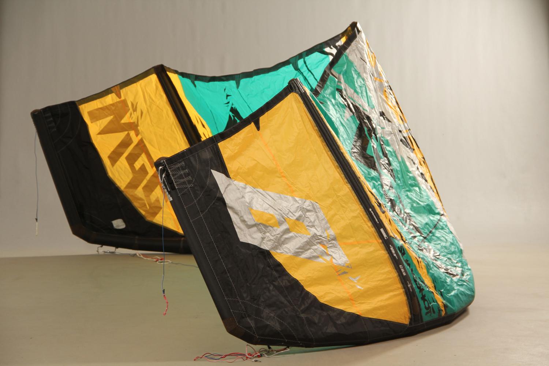 Freeride/Freestyle. Samling Kite udstyr - Freeride/Freestyle. Samling allround Kite udstyr, Slingshot RPM, bygget i bomb proff konstruktion, to størrelser, pumpe og bar medfølger. Velegnet til nybegynderen og den øvede kitesurfer. Fremstår med brugsspor