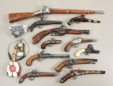 Samling replica pistoler samt gevær (13)