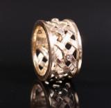 Ole Lynggaard. Woven ring, 14 kt. gold, brilliant-cut diamonds