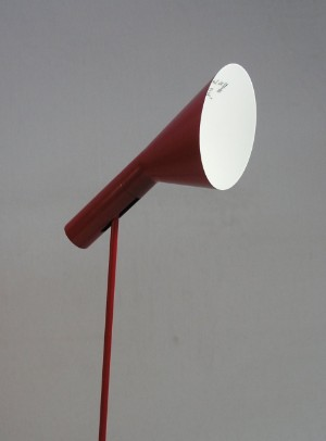 arne jacobsen stehleuchte stehlampe modell aj rot f r louis poulsen. Black Bedroom Furniture Sets. Home Design Ideas