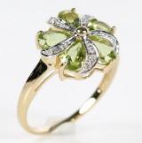Blomsterring med peridot og diamanter, 9 kt. guld.