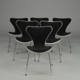 Arne Jacobsen. Seks stole, 'Syveren', forsidepolstret, model 3107 (6)