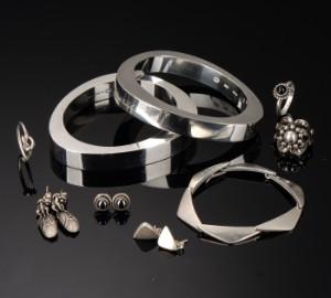 84bb0e8fa68 Georg Jensen. En samling smykker af sterlingsølv, 'Extra' armbånd og 'Moonlight  Blossom' ring m.fl. (12) | Lauritz.com