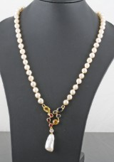 Pearl necklace in 18kt set with diamond,citrine, sapphire and rubies approx.0.30ct