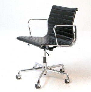 Charles eames 1907 1978 kontorstol model ea 117 for Eames ea 117 replica