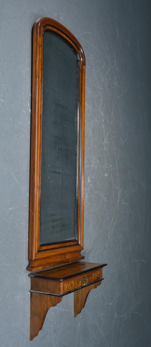 Konsolspejl af mahogni - Spejl med konsol af mahogni, og rodtræ, konsol med skuffe. Mål på spejl 170x63 cm. Mål på konsol 63x26 cm. H. 40 cm. Fremstår med alders og brugsspor