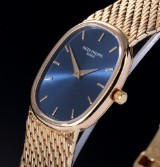 Patek Philippe 'Ellipse'. Ladies watch, 18 kt. gold, with blue dial, c. 1974