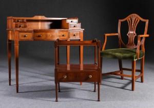 Reprodux, skrivbord med stol samt sidobord, England (3)