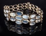 Armband aus Weißgold mit Mondsteinen